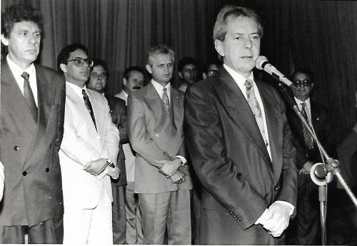Vilson kleinubing, ex governador ao microfone.