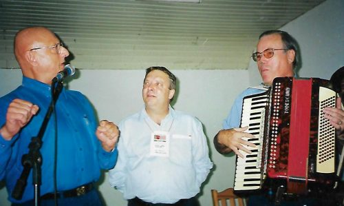Dr Téio, entre Amin e Platini de Moraes.