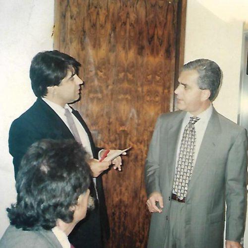 Luiz Eduardo Magalhães de paletó mais claro.