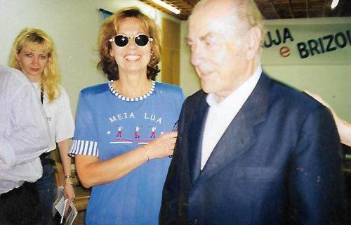 Leonel Brizola, de paletó azul.