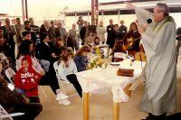 Frei Silveiro celebrando missa.