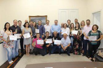 Programa Qualifica Mais Lages Município reconhece dedicação de instrutores com entrega do Troféu Voluntários do Bem