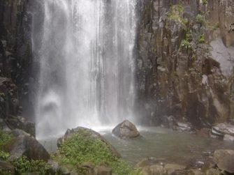 REAÇÃO DOS ELEMENTOS BÁSICOS DA NATUREZA – A água está em desvantagem. VEJA raras imagens que ainda existem!