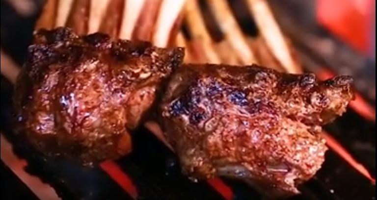 SABORES DA SERRA CATARINENSE/SC: churrasco (foto) e o Entrevero. Este último é um prato simples, mas com sabor sofisticado