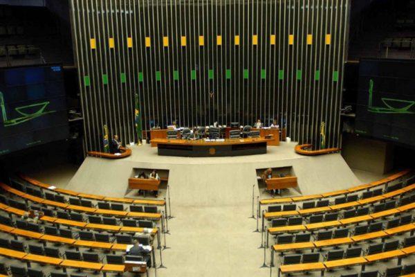 2abr2015---os-plenarios-do-congresso-nacional-ficaram-vazios-nesta-quinta-feira-2-que-antecede-o-feriado-de-pascoa-1428003912036_956x500
