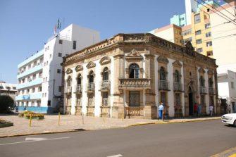 FERIADÃO 1º DE MAIO – Ponto facultativo na Prefeitura nesta segunda