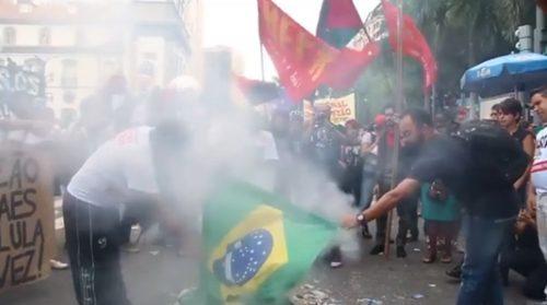 queimando bandeira