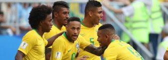AGORA SÓ FALTAM 3 JOGOS – Seleção é a Pátria de chuteiras em tons verde e amarelo.