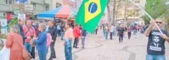 CALÇADÃO É UM PALANQUE ECLÉTICO EM TODA ELEIÇÃO – Lages, única cidade que deu 8 governadores, só poderia ter um fenômeno cívico desses.