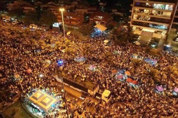 1-x79598887_PA-Rio-de-Janeiro-RJ-28-10-2018-Eleicoes-2018Eleitores-festejam-na-frente-da-casa-de-Jai.jpg.pagespeed.ic.hOnVozBJTn-001