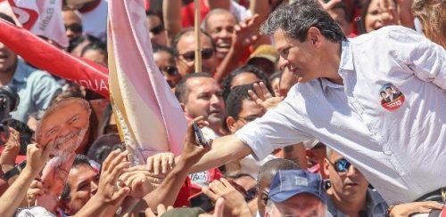 15set18---fernando-haddad-candidato-do-pt-a-presidencia-faz-campanha-em-vitoria-da-conquista-ba-1537024264352_615x300
