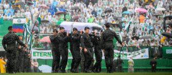 HOJE FAZ DOIS ANOS A TRAGÉDIA DA CHAPE – Time iria disputar a final da Copa Sul Americana mas o avião caiu na Colômbia.