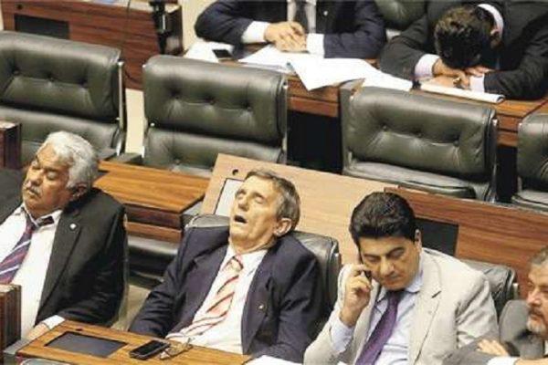 deputados dormindo