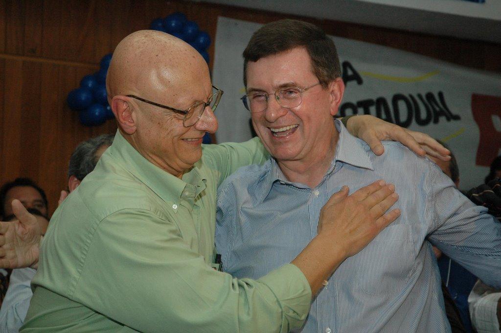 """ALGUMAS FAMÍLIAS SE MANTEM NA POLÍTICA, LEGITIMAMENTE, COMO O NOME AMIN/SC – A nova é a do vereador """"Boca Aberta"""" Londrina/PR que surgiu fazendo calo na língua."""
