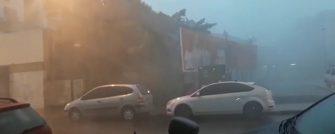 FÚRIA DA NATUREZA NO SUL DO ESTADO – Temporal derrubou edificações, placas e danificou carros