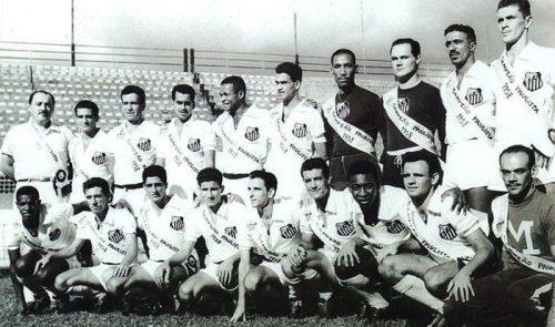 1958-Lula-Feijó-Dalmo-Zito-Fioti-Urubatão-Manga-Laércio-Hélvio-e-Getúlio.-Dorval-Hélio-Álvaro-Afonsinho-Pagão-Guerra-Pelé.-Pepe-e-Macedo-massagista-2