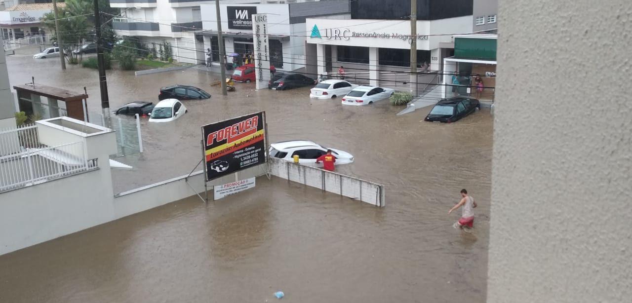 TEMPORAL SACUDIU A CIDADE DE CRICIÚMA/SUL DE SC – Foi uma chuva histórica, nunca vista antes.