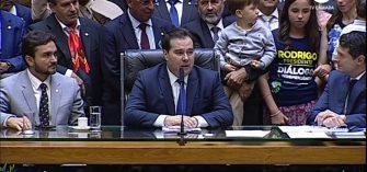 RODRIGO MAIA ELEITO COM FOLGA PRESIDENTE DA CÂMARA – Para o Senado foi eleito Davi Alcolumbre, após Renan retirar candidatura.
