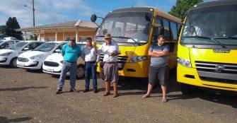 A PÁGINA DE CAPÃO ALTO – Mais 10 novos veículos integrados à frota da Educação, Saúde, Assistência Social e Administração. O novo celeiro de grãos revitaliza área urbana e adquire veículos.