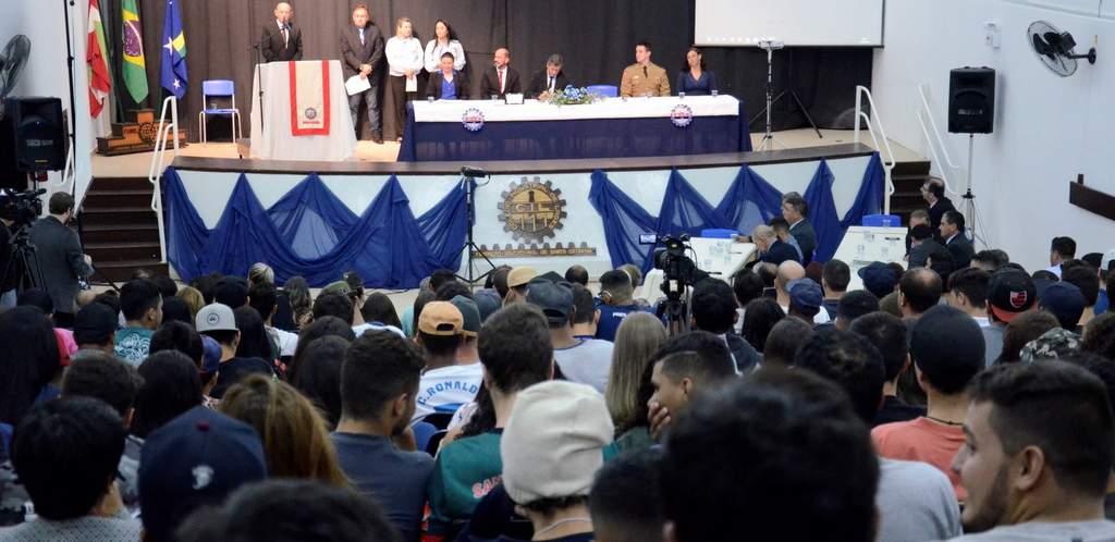 COLÉGIO EMBLEMÁTICO DE LAGES FAZ ANIVERSÁRIO – Sessão solene destaca os 55 anos do Colégio Industrial de Lages/SC.
