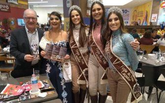 ABERTA TEMPORADA DE FESTAS OFICIAIS DA SERRA CATARINENSE – No lançamento em Lages da Festa do Churrasco de Bom Retiro, presentes as Realezas de três festas.