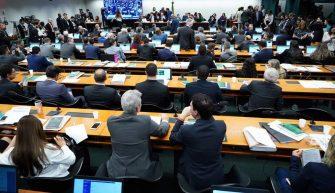 COMISSÃO ESPECIAL DA CÂMARA APROVA RELATÓRIO DA PREVIDÊNCIA COM FOLGA: 36 A 13 – A sessão entrou na madrugada e agora a PEC irá ao Plenário/semana que vem.