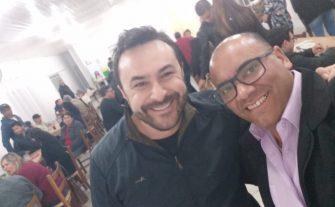 LÍDER COMUNITÁRIO E DEPUTADO PARTICIPAM DE EVENTO – Deputado Marcius Machado e Serginho Santos (Líder Comunitário do Santa Mônica) participam de jantar beneficente.