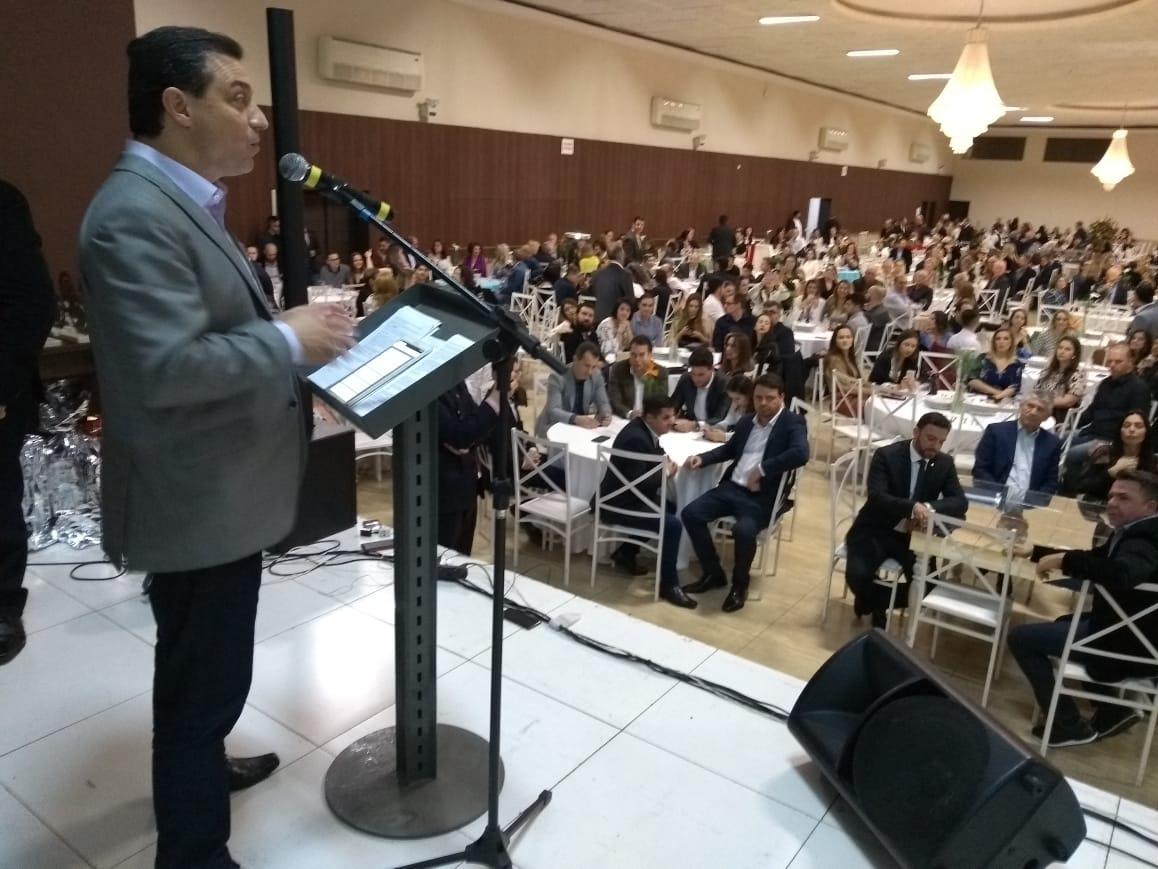 GOVERNADOR MOISÉS CUMPRE AGENDA NO SUL – Anuncia recursos e inaugura trecho de estrada.