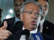 O presidente Jair Bolsonaro  e o ministro da economia, Paulo Guedes falam à imprensa