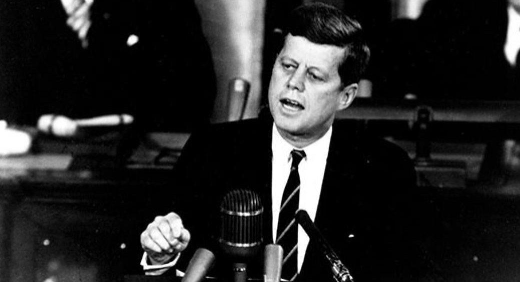 """""""NÃO PERGUNTE O QUE SEU PAÍS PODE FAZER POR VOCÊ, DIGA O QUE VOCÊ PODE FAZER POR ELE""""/Kennedy – Então, palmas e 'panelaços' a médicos privados voluntários e a empresas que já estão contribuindo!"""