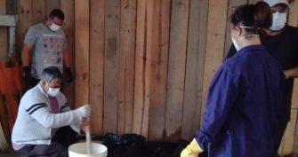 SERVIDORES MUNICIPAIS DÃO EXEMPLO DE CONSCIÊNCIA ECOLÓGICA E SOLIDARIEDADE – Durante a quarentena fabricam sabão com óleo de cozinha descartado.