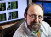 Revista Veja Retrato do cientista e professor Miguel Nicolelis em seu laborat—rio na Duke University em Durham, North Carolina.