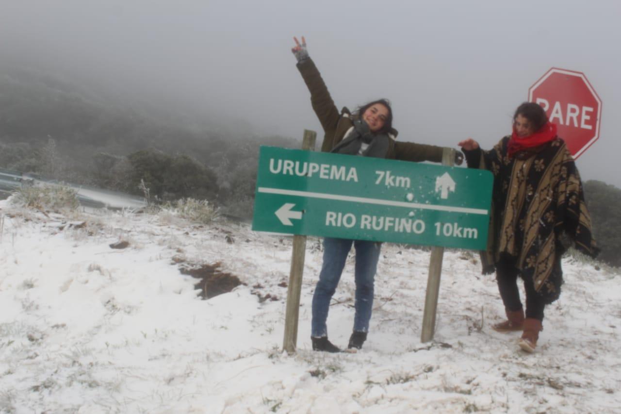 NEVA PELA 3ª VEZ NA SEMANA EM SC – Novos flocos em São Joaquim e Urupema e tudo branco/segunda (28). ontem (29) e hoje (30); nesta manhã registrou-se a mínima do Brasil na Serra Catarinense